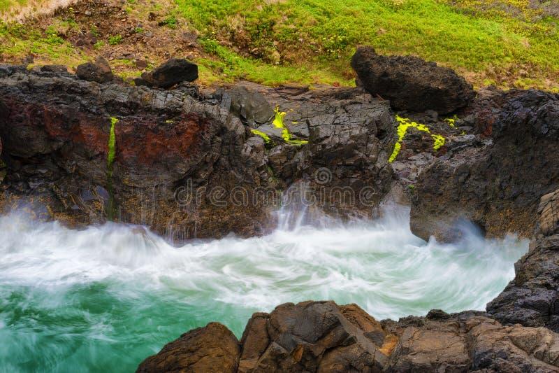 Κινηματογράφηση σε πρώτο πλάνο να αναδεύσει τα κύματα στο καρδάρι διαβόλων στοκ εικόνες με δικαίωμα ελεύθερης χρήσης