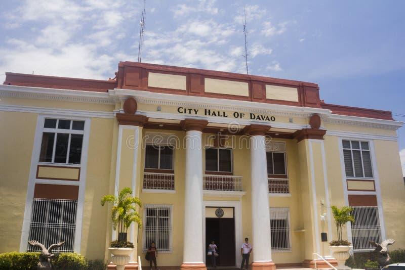 Κινηματογράφηση σε πρώτο πλάνο που πυροβολείται του Davao Δημαρχείο στοκ εικόνες