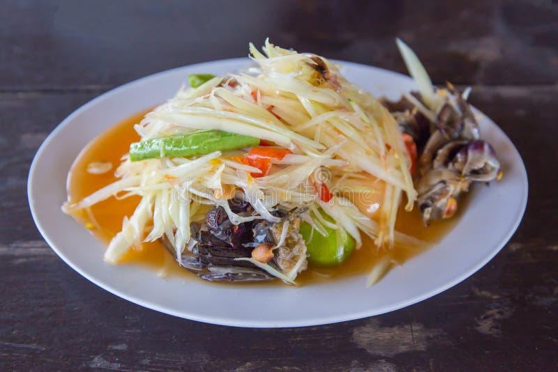 Κινηματογράφηση σε πρώτο πλάνο στα διάσημα ταϊλανδικά τρόφιμα, papaya τη σαλάτα ή το SOM TAM ή Somtum στοκ φωτογραφία