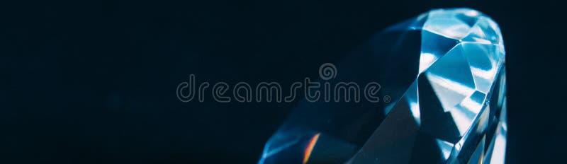 Κινηματογράφηση σε πρώτο πλάνο στοιχείων διαμαντιών σε ένα μαύρο υπόβαθρο αφαίρεση Defocused στοκ εικόνες