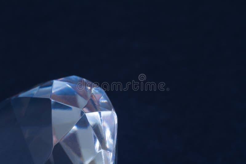 Κινηματογράφηση σε πρώτο πλάνο στοιχείων διαμαντιών σε ένα μαύρο υπόβαθρο αφαίρεση Defocused στοκ εικόνα