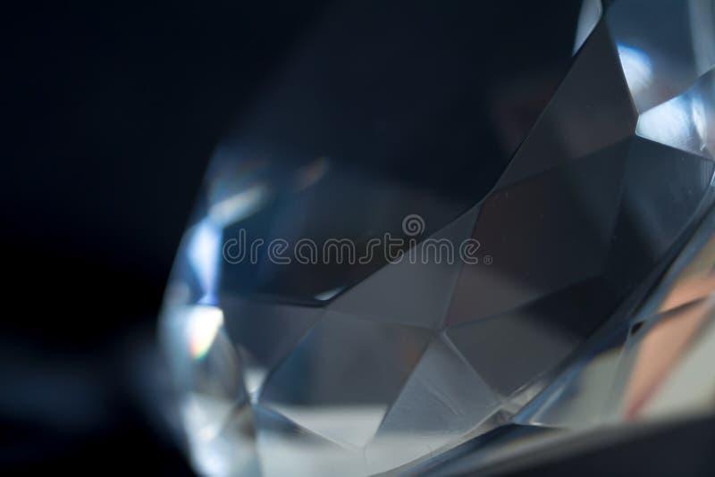 Κινηματογράφηση σε πρώτο πλάνο στοιχείων διαμαντιών σε ένα μαύρο υπόβαθρο αφαίρεση Defocused στοκ φωτογραφίες