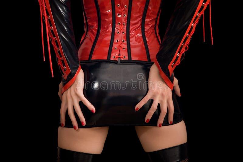 Κινηματογράφηση σε πρώτο πλάνο του κοριτσιού στο φετίχ miniskirt στοκ εικόνα