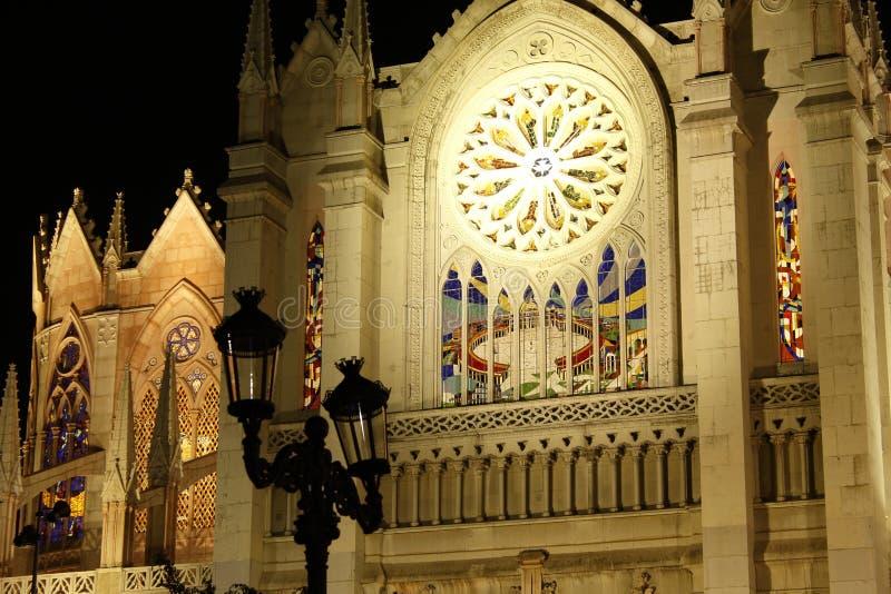 Κινηματογράφηση σε πρώτο πλάνο του μέσου πίσω, οριζόντιου σχήματος, EL Expiatorio τη νύχτα, Leon, Guanajuato στοκ φωτογραφίες