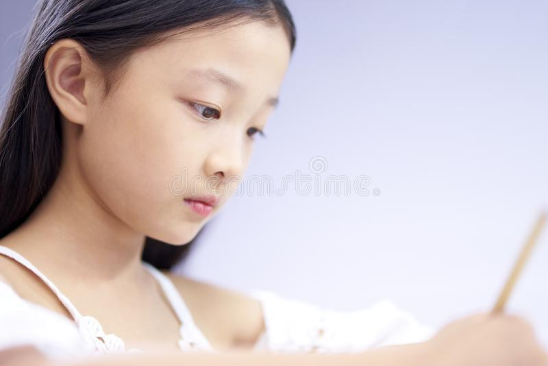 Κινηματογράφηση σε πρώτο πλάνο του προσώπου του λίγο ασιατικού κοριτσιού στοκ εικόνες με δικαίωμα ελεύθερης χρήσης