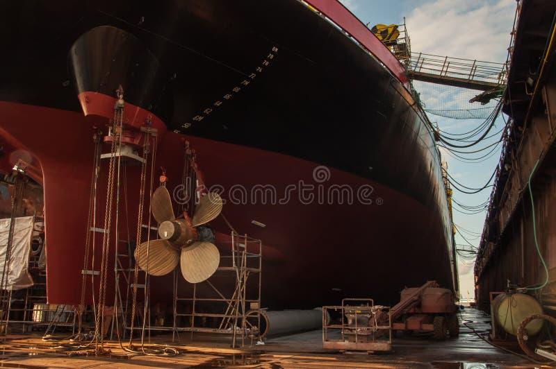Κινηματογράφηση σε πρώτο πλάνο του προωστήρα σκαφών στη δεξαμενή καθαρισμού στοκ φωτογραφίες με δικαίωμα ελεύθερης χρήσης