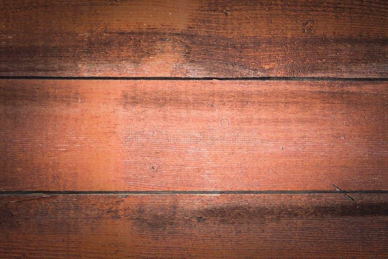 Κινηματογράφηση σε πρώτο πλάνο των κόκκινων ξύλινων επιτροπών που χρησιμοποιούνται ως υπόβαθρο, κόκκινη ξύλινη επιφάνεια εκλεκτής στοκ εικόνα με δικαίωμα ελεύθερης χρήσης