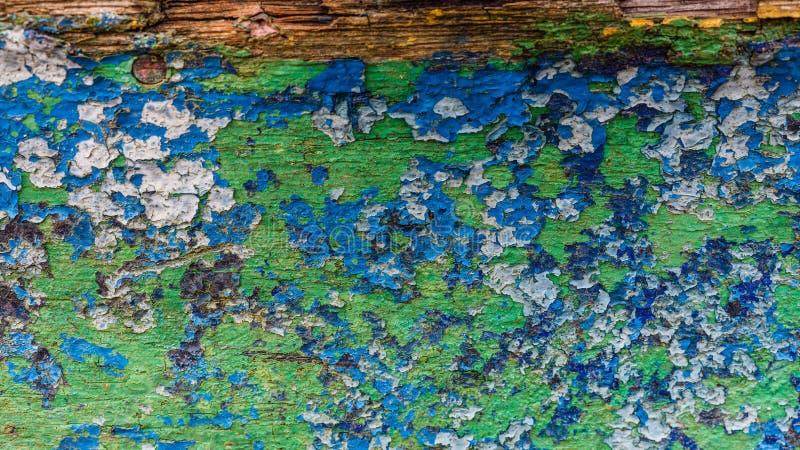 Κινηματογράφηση σε πρώτο πλάνο των λεκέδων χρωμάτων στον ξύλινο πίνακα στοκ εικόνες