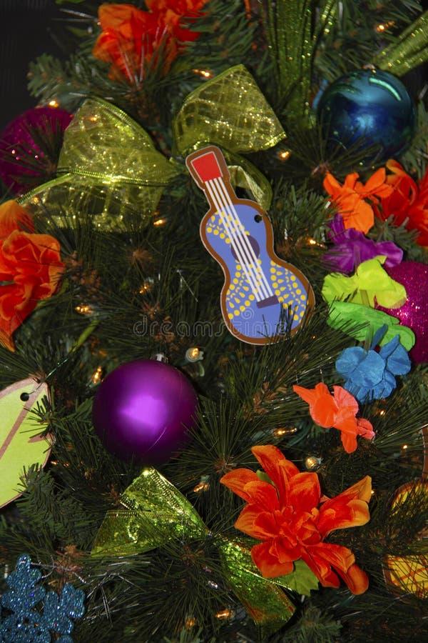 Κινηματογράφηση σε πρώτο πλάνο των docorations χριστουγεννιάτικων δέντρων στοκ φωτογραφίες