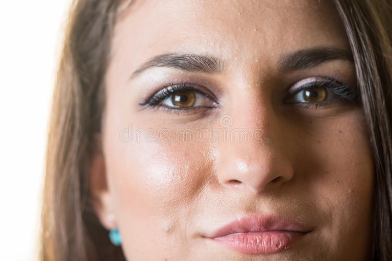 Κινηματογράφηση σε πρώτο πλάνο headshot του όμορφου νέου εφηβικού προσώπου κοριτσιών χαμόγελου στοκ εικόνα με δικαίωμα ελεύθερης χρήσης
