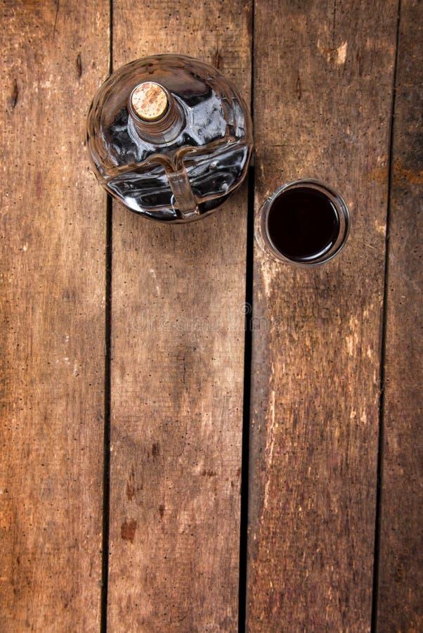 Κινηματογράφηση σε πρώτο πλάνο γυαλιού κρασιού στοκ φωτογραφία
