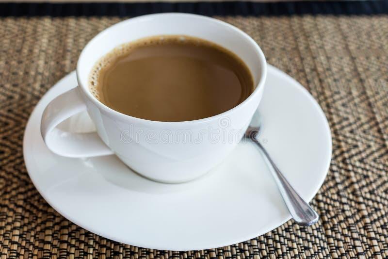 Κινηματογράφηση σε πρώτο πλάνο ενός φλυτζανιού καφέ - εικόνα αποθεμάτων στοκ φωτογραφία με δικαίωμα ελεύθερης χρήσης