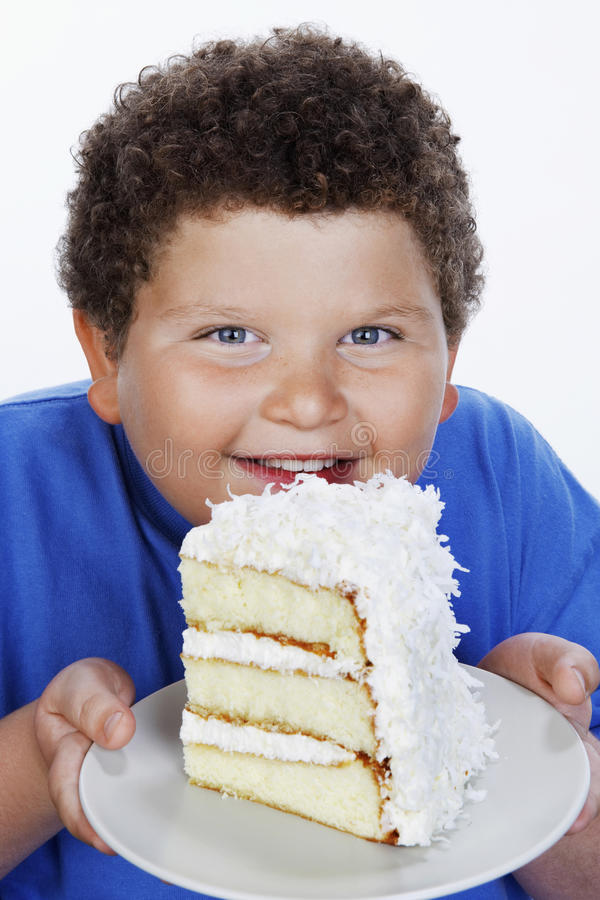 Κινηματογράφηση σε πρώτο πλάνο μιας υπέρβαρης μεγάλης φέτας εκμετάλλευσης αγοριών του κέικ στοκ φωτογραφίες