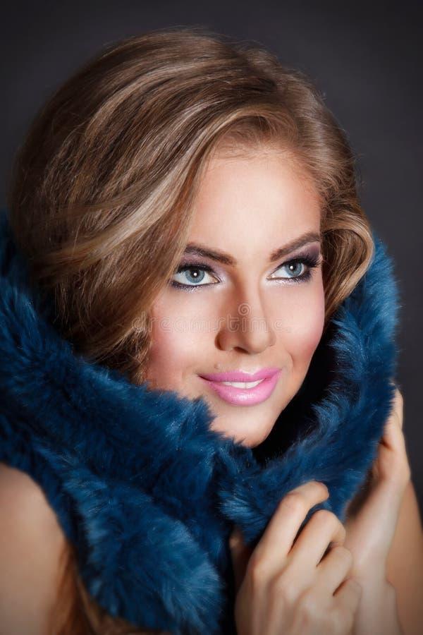 Κινηματογράφηση σε πρώτο πλάνο μιας όμορφης γυναίκας με το makeup στοκ φωτογραφία με δικαίωμα ελεύθερης χρήσης