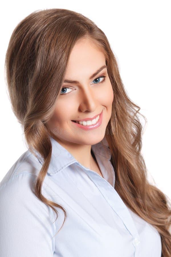 Κινηματογράφηση σε πρώτο πλάνο μιας όμορφης χαμογελώντας γυναίκας στοκ φωτογραφίες με δικαίωμα ελεύθερης χρήσης