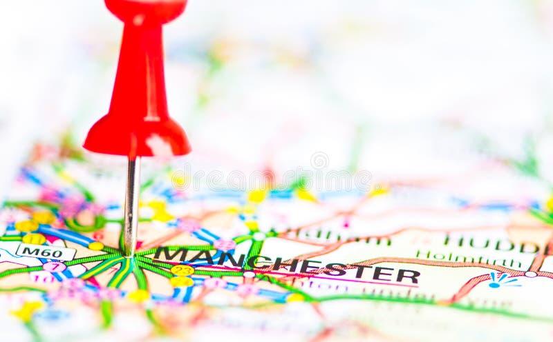 Κινηματογράφηση σε πρώτο πλάνο που πυροβολείται πέρα από πόλη του Μάντσεστερ στο χάρτη, Ηνωμένο Βασίλειο στοκ εικόνες με δικαίωμα ελεύθερης χρήσης