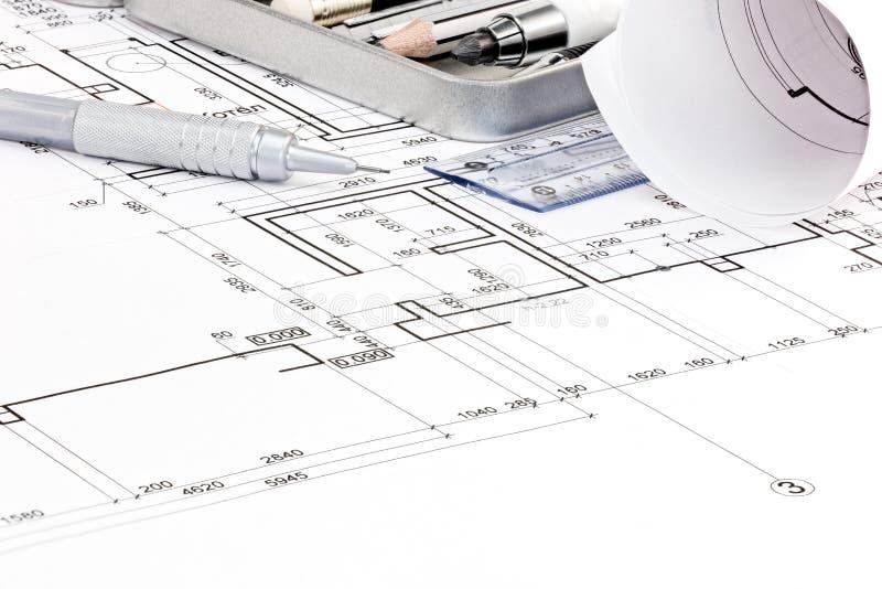 Κινηματογράφηση σε πρώτο πλάνο σχεδιαγραμμάτων σχεδίων ορόφων σπιτιών και εργαλείων σχεδίων στοκ φωτογραφία με δικαίωμα ελεύθερης χρήσης