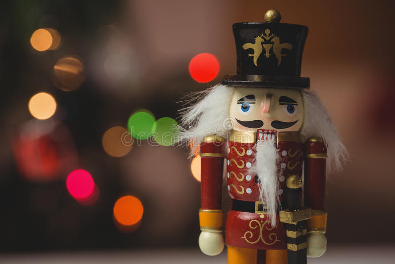 Κινηματογράφηση σε πρώτο πλάνο της διακόσμησης Χριστουγέννων παιχνιδιών καρυοθραύστης solider στοκ εικόνες