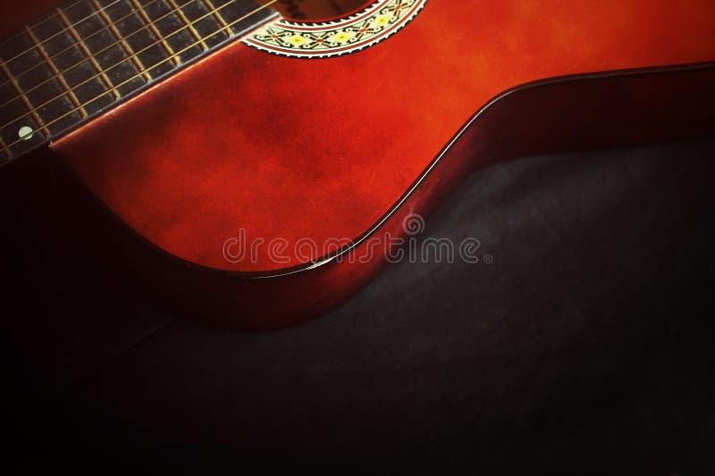 Κινηματογράφηση σε πρώτο πλάνο της κιθάρας στοκ εικόνες με δικαίωμα ελεύθερης χρήσης