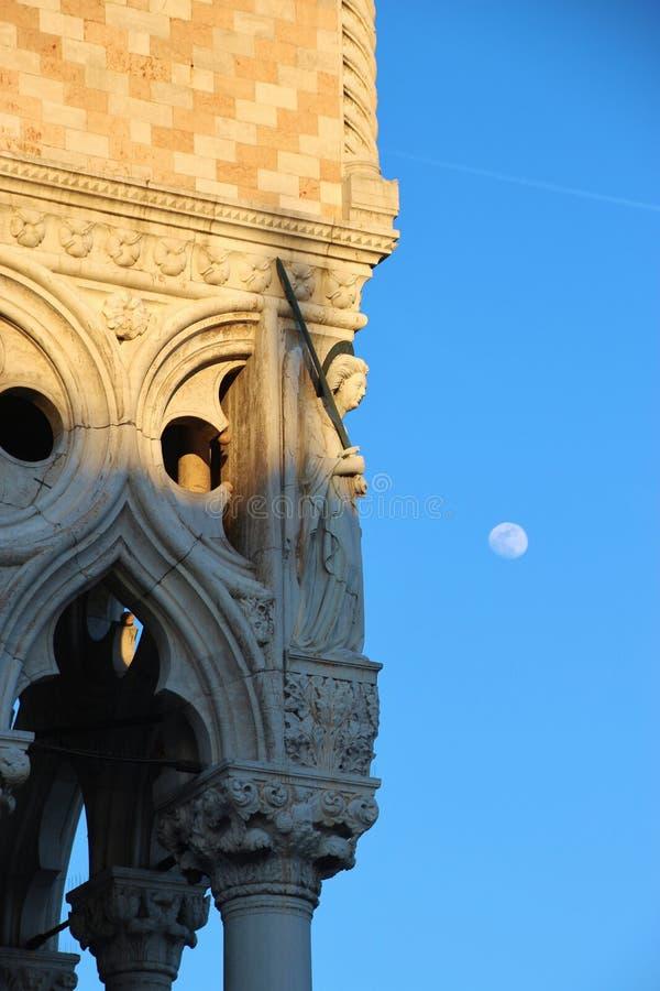 Κινηματογράφηση σε πρώτο πλάνο της πρόσοψης του Palazzo Ducale, Βενετία, Ιταλία στοκ εικόνες