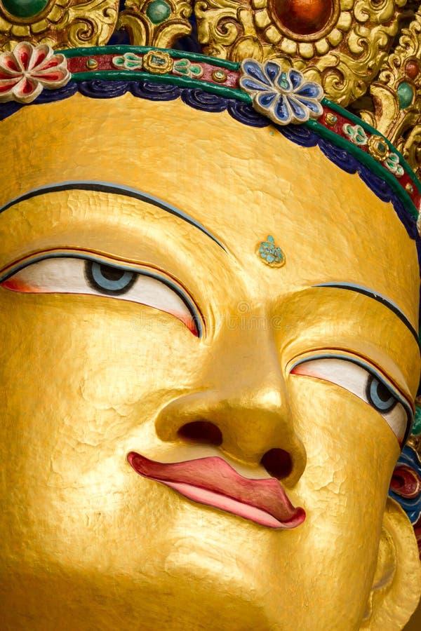 Κινηματογράφηση σε πρώτο πλάνο του προσώπου του γιγαντιαίου αγάλματος του Maitreya Βούδας στοκ εικόνες με δικαίωμα ελεύθερης χρήσης