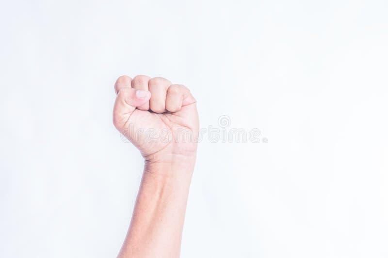 Κινηματογράφηση σε πρώτο πλάνο του σωστού αρσενικού χεριού που αυξάνεται επάνω στη σφιγγμένη πυγμή στοκ φωτογραφία με δικαίωμα ελεύθερης χρήσης