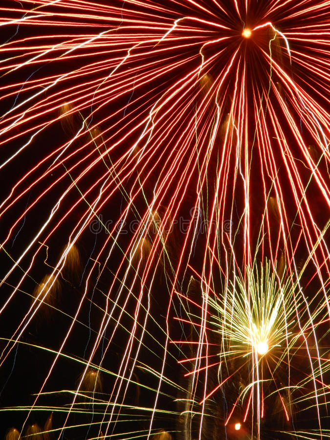 Κινηματογράφηση σε πρώτο πλάνο των πυροτεχνημάτων στοκ φωτογραφίες με δικαίωμα ελεύθερης χρήσης