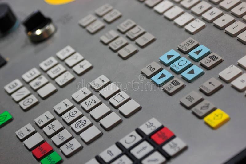 Κινηματογράφηση σε πρώτο πλάνο CNC του πίνακα ελέγχου στοκ εικόνες