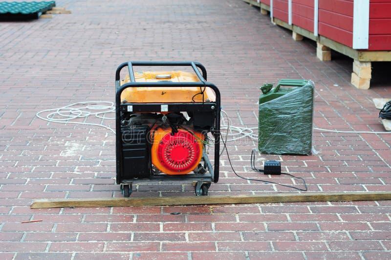 Κινητή γεννήτρια diesel δύναμης στο εργοτάξιο οικοδομής στοκ εικόνα με δικαίωμα ελεύθερης χρήσης