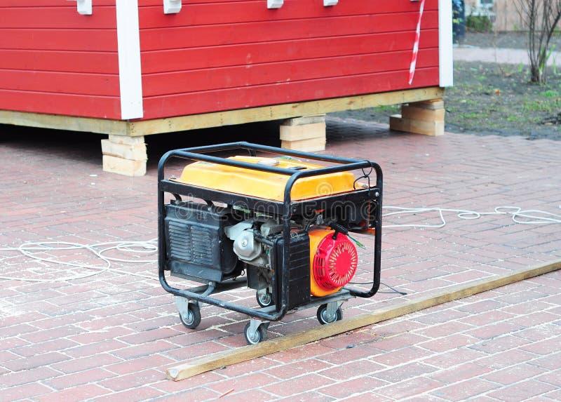 Κινητή γεννήτρια diesel στο υπόβαθρο εργοτάξιων στοκ φωτογραφία
