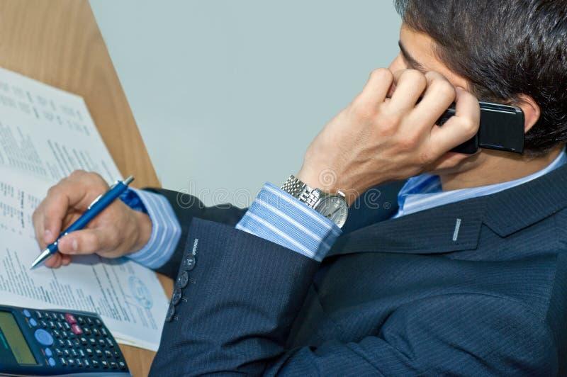 κινητή τηλεφωνική ομιλία &epsilo στοκ εικόνες με δικαίωμα ελεύθερης χρήσης