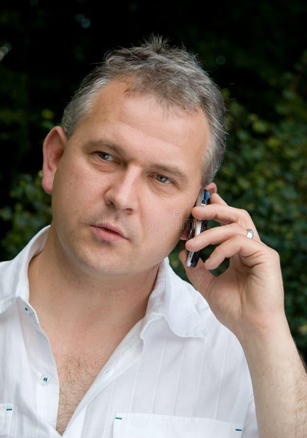 κινητή τηλεφωνική χρησιμοποίηση ατόμων στοκ φωτογραφία