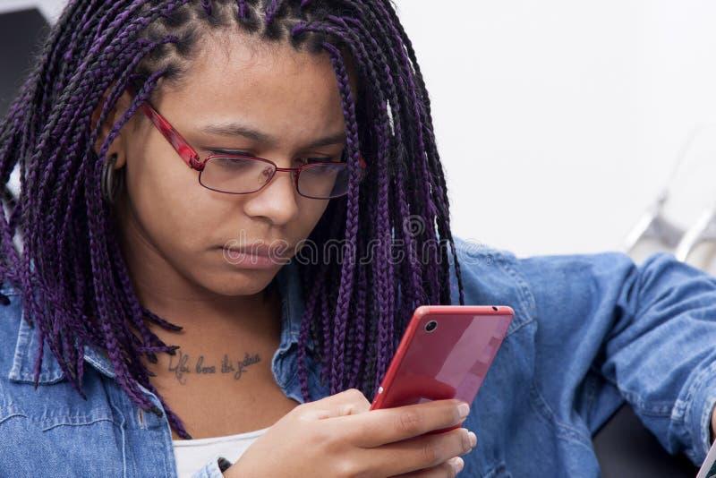 κινητή τηλεφωνική γυναίκα στοκ φωτογραφίες