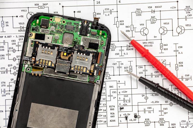Κινητή τηλεφωνική επισκευή στοκ φωτογραφία με δικαίωμα ελεύθερης χρήσης