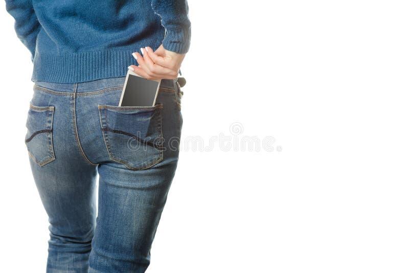 Κινητή τσέπη τηλεφωνικού smartphone νέων κοριτσιών στοκ εικόνες