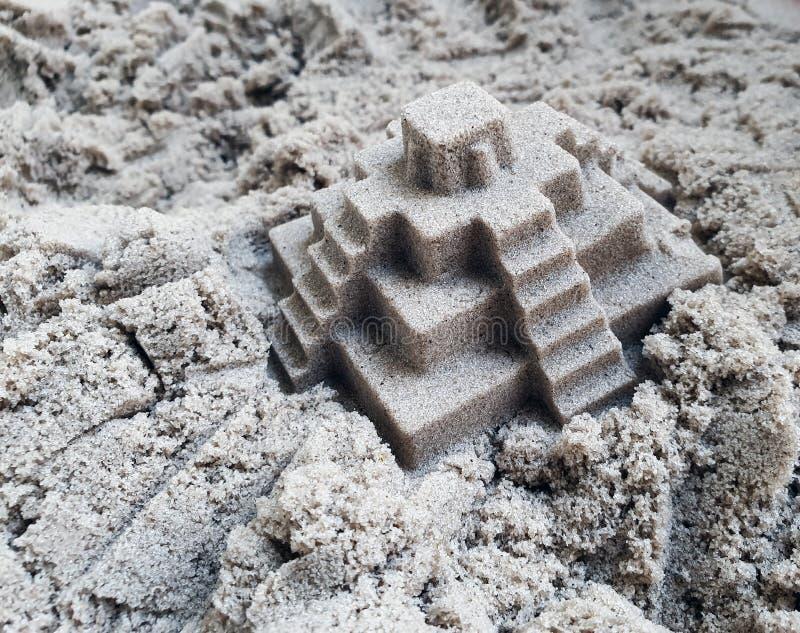 Κινητική άμμος για το ιδανικό παιδιών για το παιχνίδι στο ναυπηγείο Σύσταση δημιουργικότητας στοκ εικόνες