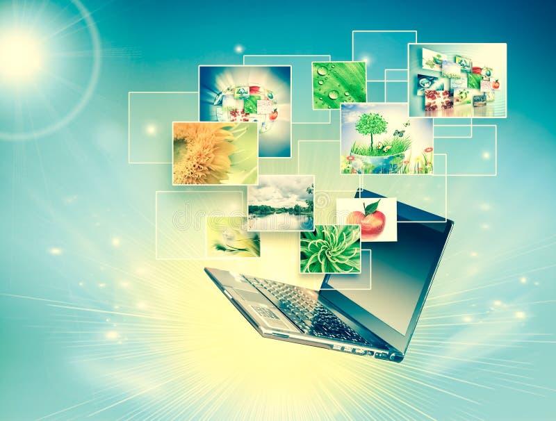 Κινητικότητα υπολογιστών, επικοινωνία Διαδικτύου και έννοια υπολογισμού σύννεφων: lap-top με το σύννεφο των εικονιδίων εφαρμογής  στοκ εικόνα