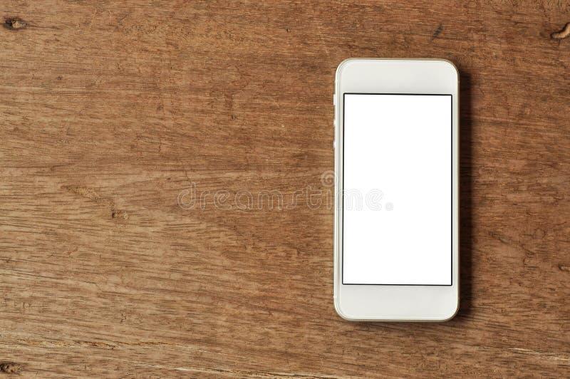 Κινητό τηλέφωνο στο ξύλινο υπόβαθρο στοκ εικόνες