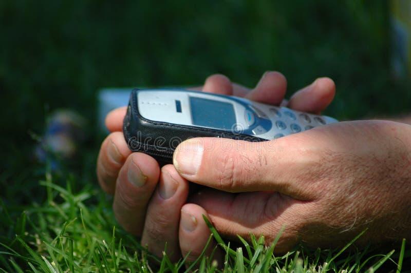 κινητό τηλέφωνο χεριών στοκ εικόνα με δικαίωμα ελεύθερης χρήσης