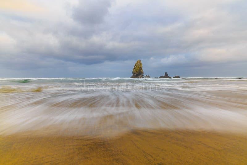 κινούμενα κύματα στοκ φωτογραφία με δικαίωμα ελεύθερης χρήσης