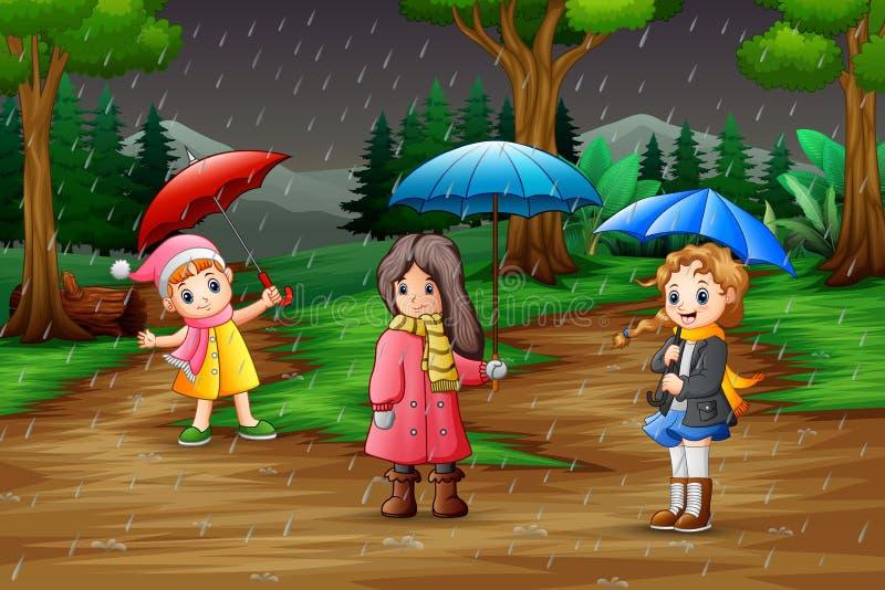 Κινούμενα σχέδια τρία φέρνοντας ομπρέλα κοριτσιών κάτω από τη βροχή στο δάσος απεικόνιση αποθεμάτων
