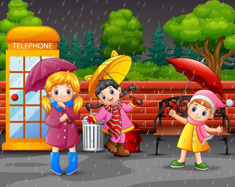 Κινούμενα σχέδια τρία φέρνοντας ομπρέλα κοριτσιών κάτω από τη βροχή στο πάρκο πόλεων διανυσματική απεικόνιση