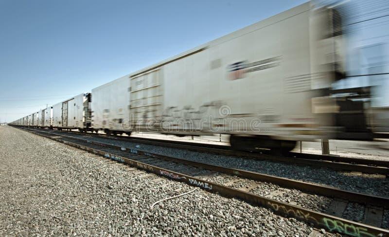 κινούμενο τραίνο φορτίου στοκ εικόνα με δικαίωμα ελεύθερης χρήσης