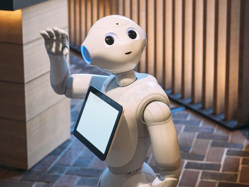 ΚΙΟΤΟ, ΙΑΠΩΝΙΑ - 14 ΑΠΡΙΛΊΟΥ 2017: Ο βοηθός ρομπότ πιπεριών λέει γειά σου το χαιρετισμό στοκ εικόνες