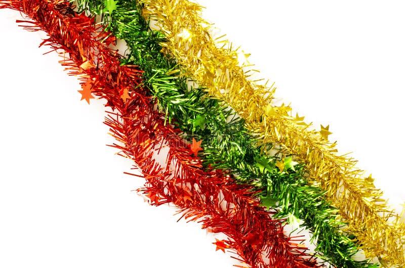 Κιτρινοπράσινη διακόσμηση Χριστουγέννων κόκκινου χρώματος στα άσπρα υπόβαθρα στοκ εικόνα με δικαίωμα ελεύθερης χρήσης