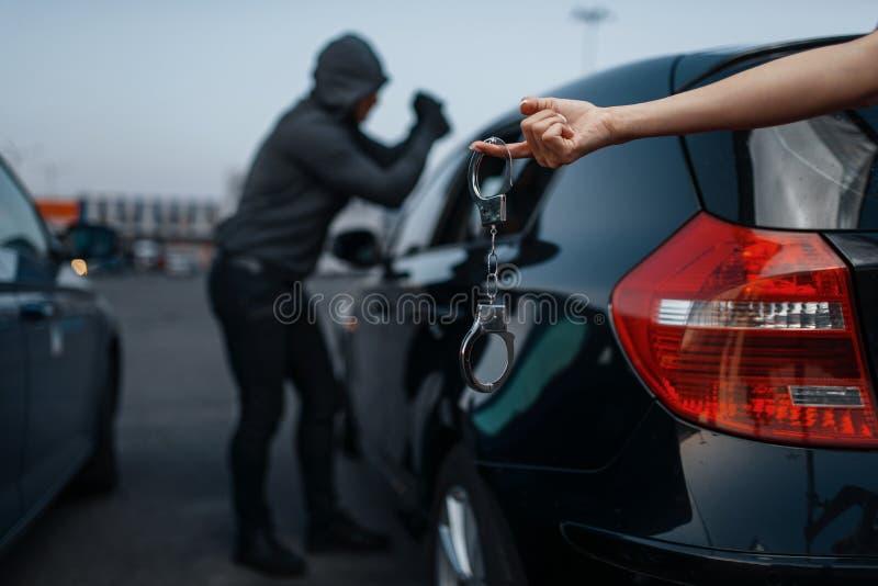 Κλέφτης αυτοκινήτων, εγκληματικός τρόπος ζωής, παράνομη εργασία στοκ εικόνες