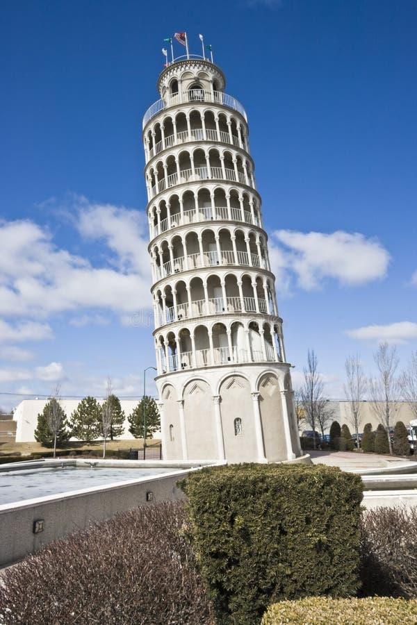 κλίνοντας πύργος αντιγράφ& στοκ φωτογραφία με δικαίωμα ελεύθερης χρήσης