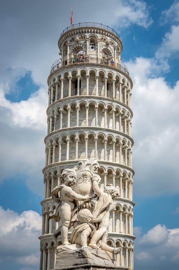 Κλίνοντας πύργος της Πίζας στην Τοσκάνη, μια περιοχή παγκόσμιων κληρονομιών της ΟΥΝΕΣΚΟ και ένα από τα αναγνωρισμένα και διάσημα  στοκ φωτογραφίες με δικαίωμα ελεύθερης χρήσης