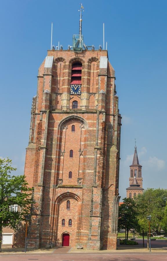 Κλίνοντας πύργος Oldehove στο κέντρο του leeeuwarden στοκ φωτογραφίες