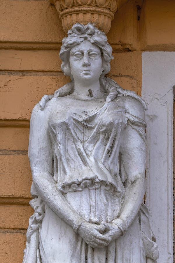 Κλασικό άσπρο θηλυκό άγαλμα της θεάς στην Οδησσός, Ουκρανία στοκ εικόνες